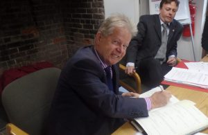 Cllr Coltman signing Dec of Acceptance