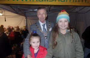 Town MAyor Cllr Paul Holbrook with winners of the 2019 Best Christmas Pizza Design competition