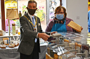 Photo of Town Mayor Cllr Paul Holbrook with Simply Weigh owner at business opening